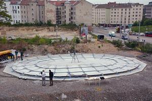 "<div class=""bildtext_en"">→ 1 Planar concrete slab at the beginning of the process</div>"