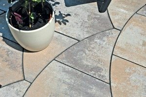 """<div class=""""bildtext_en"""">Makes a good visual impression: ArcoSwing in the shade of shell limestone from the """"Einstein"""" paver series </div>"""