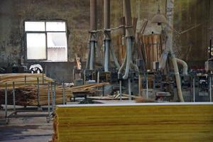 """<div class=""""bildunterschrift_en"""">Production of bamboo flooring in China </div>"""