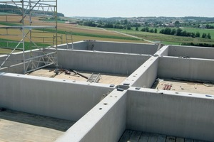 Silo cells with erection platform