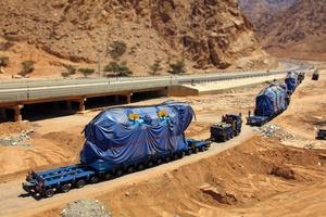 Transport durch den Wüstensand des Mittleren Ostens