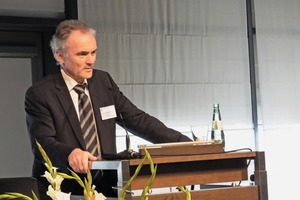 """<div class=""""bildtext_en"""">Professor Dr.-Ing. habil. Frohmut Wellner of TU Dresden welcomed around 600participants and representatives of the exhibiting companies in Dresden</div>"""