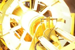 In einem thermoplastischen Umformprozess werden die Linerenden entsprechend der Kontur der Rohrmuffe ausgeformt<br />