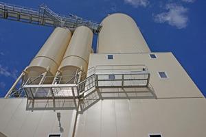 "<div class=""bildunterschrift_en"">The Liebherr mixing tower featuring three different mixer systems supplies the Röckelein precast plant with concrete </div>"