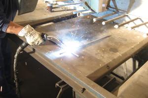 """<div class=""""bildunterschrift_en"""">Welding at a work bench will bring top solutions</div>"""