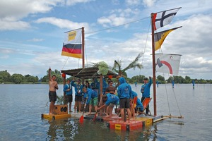 """<div class=""""bildtext_en"""">Solidian provided the students of three universities with fabrics made of alkali-resistant glass and carbon fibers for the canoe construction</div>"""
