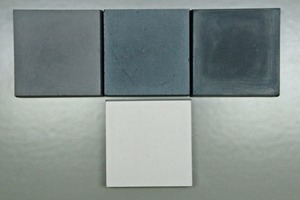 "<div class=""bildtext_en"">→ 2 Laboratory blocks (executed in white cement/SCC concrete)</div><div class=""bildtext_en"">Left: Classic iron oxide (GF Onyx 5%); center: modern blue-black iron oxide(GF 84 G) 5%; Right: Carbon pigment (GF Permacarb) 3%; bottom: unpigmented reference</div>"