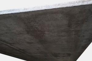"<div class=""bildtext_en"">Concrete surface produced with a conventional release agent</div>"