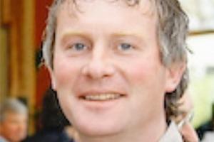 Peter Deegan MEng-Abschluss im Bauingenieurwesen an der NUI Galway. Er ist Technischer Direktor der Banagher Precast Concrete Ltd und verfügt über mehr als 20 Jahre Erfahrung in der Betontechnologie, insbesondere in den Bereichen Hochleistungsbeton, Spannbetonsysteme und qualitativ hochwertige Oberflächenbehandlung von Fertigteilen. Er ist derzeit Vorsitzender der Irish Concrete Society und Mitglied des britischen Institute of Concrete Technology. (peterd@bancrete.com)
