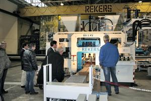 """<div class=""""bildtext"""">Eine der innovativen Neuentwicklungen aus dem Hause Rekers ist die Steinformmaschine RS 1KV</div>"""