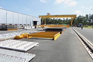 "<div class=""bildtext_en"">An ultra-modern loading and storage area ensures efficient logistics ­processes</div>"