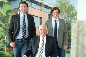 """<div class=""""bildunterschrift_en"""">Rudolf Scholz (center) manages the company together with his two sons Gregor and Dennis</div>"""