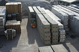 """<div class=""""bildtext_en"""">View over the storage yard: on the right, the finished concrete products; front left, the mixer that has served its time after 30 years of operation</div>"""