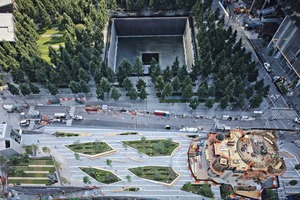 "<div class=""bildtext_en"">Areal view of the site. At the top: the southern ""footprint"" of the 9/11 Memorial. On the right: the construction site of Liberty Church designed by Santiago Calatrava</div>"