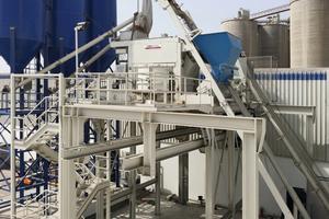 "<div class=""bildtext_en"">Exterior view of the mixing plant at Raknor in Ras Al Khaimah</div>"
