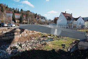 "<div class=""bildtext_en"">The pedestrian bridge in Albstadt-Ebingen goes without any steel-reinforcement or prestressed steel</div>"