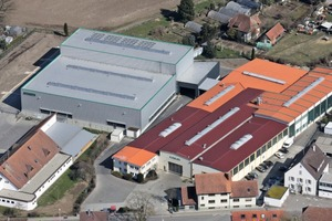 """<div class=""""bildtext_en"""">The joint exhibition was held in the new hall of Form + Test inRiedlingen (left)</div>"""
