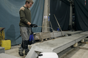 "<div class=""bildunterschrift_en"">In a wet condition the concrete can be impregnated</div>"