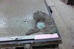"""<span class=""""bildunterschrift_hervorgehoben"""">Abb. 3</span> Vor dem Einwenden der ersten Schale zeigt der Laser notwendige Aussparungen im Beton.<br />"""