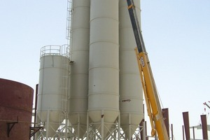 Fig. 4 Installation of the bonding agent silo.
