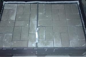 """<div class=""""bildtext_en"""">→ 2 Laboratory-scale concrete pavement</div>"""