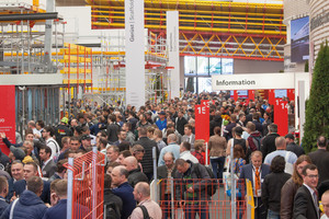 "<div class=""bildtext_en"">On the most well-attended days of the fair, it was almost impossible to find a way through the Peri exhibition hall</div>"