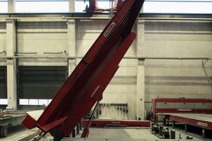"<div class=""bildunterschrift_en"">The tilt station enables to upright a load of 45 t to a degree of 80°</div>"