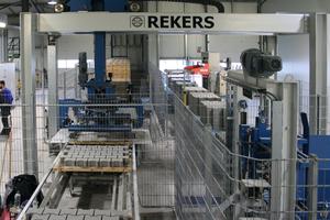 """<div class=""""bildtext"""">Rekers Palettenförderer und Paketiergerät im Einsatz</div>"""