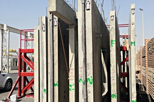 """<div class=""""bildtext_en"""">Walls being prepared for erection with integrated Powercon load connectors</div>"""