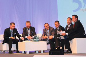 Talking on the sofa (left to right): Thomas and Martin Probst, Martin Bäuerle, Holger Merholz, Torsten Schick and master of ceremonies Uwe Waltersbacher