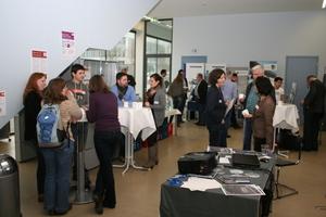 Zuhörer und Aussteller nutzten die Fachausstellung, um Kontakte zu knüpfen und Informationen auszutauschen