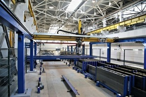 """<div class=""""bildtext_en"""">State-of-the-art robot technology ensures highest precision when placing the shutters weighing up to 250 kgs and when plotting the embedded parts</div>"""
