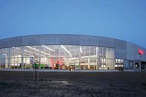 → 2 Exhibition hall including gate area