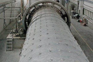 """<span class=""""bildunterschrift_hervorgehoben"""">Fig. 1 </span>The silica sand is ground in the wet process in the ball mill that has been in service for over 50 years.<br />"""