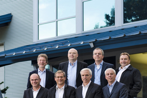 """<div class=""""bildtext"""">Vordere Reihe v.l.n.r.: Andreas Schilli (Eigentümer), Volker Würschum (Eigentümer), Max Hoene (ACT President/Gründer), Martin Wieland (Eigentümer); hintere Reihe v.l.n.r.: Hubert Würschum (Eigentümer), Erik Johansen (ACT Vice President), Stefan Siegels (ACT COO), Reimund Richter (ACT Service Manager) </div>"""