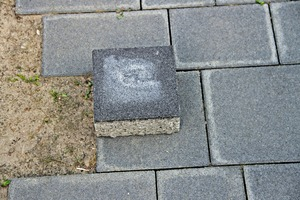 2 Damage pattern 1: color difference ­between a retained ­sample and the blocks of the pavement