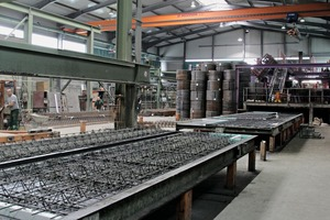 """<div class=""""bildtext_en"""">In plant 4 precast floor slabs and double walls are produced on a circulation system from Vollert</div>"""