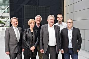 """<div class=""""bildtext"""">Der alte und neue Vorstand (von links): Dr.-Ing. Herbert Kahmer, Marlies Elsäßer-Heitz, Ulrich Lütkenhaus, Norbert Brünemann, Martin Meier und Sascha Meiser </div>"""