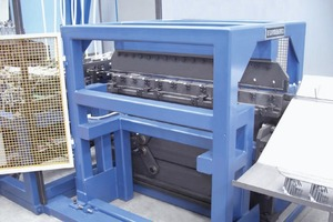"""<div class=""""bildtext_en"""">PLR CFB Spacer Series: All types of plastic-cup bar supports can be produced by the same machine</div>"""