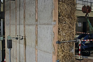 """<div class=""""bildtext_en"""">Failure test performed on a wall unit made from concrete and straw</div>"""