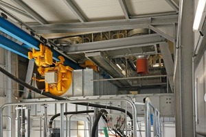 "<div class=""bildunterschrift_en"">The concrete is delivered by the bucket conveyor below the mixer systems</div>"