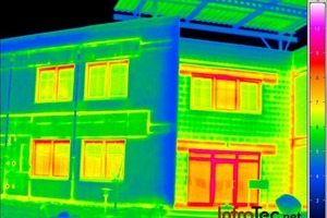"""<span class=""""bildunterschrift_hervorgehoben"""">Fig. 2</span> Building thermography identifies problem areas in buildings and their envelopes, such as poorly insulated lintels."""