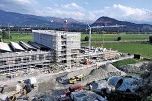 "<div class=""bildtext_en"">The project is located on a scenic site near the three-country region of Switzerland-Austria-Liechtenstein</div>"
