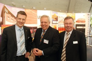 Dr. Thieme, Ch. Ende, Harold Scholz GmbH, and G. Büchner, LanXess <br />We, LanXess, are the world leader in the iron oxide market, and I [Mr. Büchner] have been in this business for 37 years. For more than 30 years already, I have attended the BetonTage congress in Ulm. This year's event is the last one for me as I am going to retire soon. As the partner of LanXess, or previously Bayer, in the iron oxide business, Harold Scholz has also been at the Ulm BetonTage congress for decades. As a matter of course, we also listen to the presentations if the panels include interesting topics in the fields of concrete blocks and pavers and gardening and landscaping, or presentations of general interest, such as on the market situation, or contributions by architects regarding projects in which our companies had been involved, such as the Holocaust Memorial. We've also already delivered some presentations ourselves. This year, the mood is very relaxed, and congress attendees are rather positive about the industry. The 54<sup>th</sup> BetonTage congress can again be considered an information platform. What is important to us is to take care of our existing customers, and sometimes even new contacts are established. And if you ask us where we see the position of the BetonTage congress: it ranks second, after the Bauma trade show. <br />