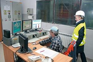 "<div class=""bildtext"">Zentrale Steuerung der Produktion im Fabet-Betonfertigteilwerk</div>"