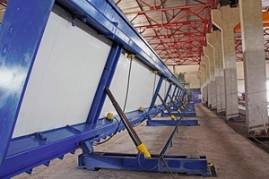 Tilting tables for the production of reinforced concrete structures