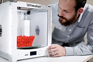 """<div class=""""bildtext_en"""">The palette of 3D printer models ranges from small, easy to operate desktop printers …</div>"""