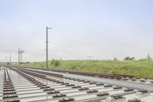 """<div class=""""bildtext"""">Erstmals werden in Deutschland vorgefertigte Weichentragplatten des Systems FF Bögl im Hochgeschwindigkeits-Streckennetz eingesetzt </div>"""
