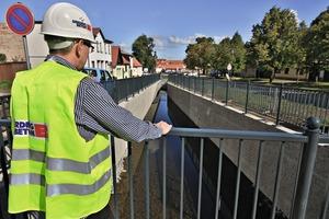 """<div class=""""bildtext"""">Berding Beton-Mitarbeiter Stefan Gercke überzeugt sich vor Ort von der gelungenen Umsetzung der Baumaßnahme</div>"""