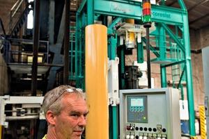 """<div class=""""bildtext"""">Werksmeister Achim Schwarz war mit seinem Know-how stark an der Entwicklung des Produktionsverfahrens beteiligt </div>"""